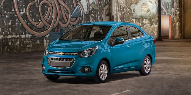 Chevrolet Beat Notchback 2021 color azul caribe con motor de 1.2 litros